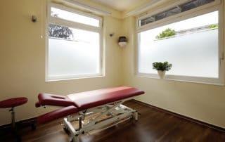 Osteopathie und Physiotherapie Praxis Norderstedt Behandlungszimmer Nummer 3